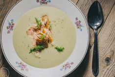 Fennel soup with smoked salmon Fish Recipes, Soup Recipes, Recipies, Fennel Soup, Joko, I Want To Eat, Smoked Salmon, Cheeseburger Chowder, Bakery