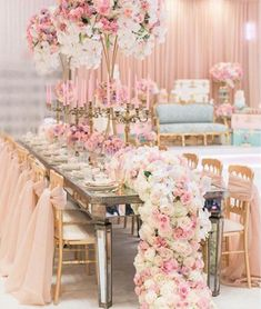 Instead of linens decorate your table with flowers! See more wedding tablescape inspirations on Harsanik blog.