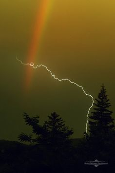ponderation:over the rainbow by Irinel Cirlanaru Lightning Cloud, Ride The Lightning, Thunder And Lightning, Lightning Strikes, Lightning Storms, Beautiful Sky, Beautiful World, Nature Pictures, Cool Pictures