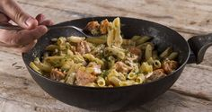 Penne pasta with salmon and vodka by Greek chef Akis Petretzikis. This deliciously creamy pasta dish with salmon, vodka and heavy cream is an all time favorite! Greek Recipes, Fish Recipes, Seafood Recipes, Pasta Recipes, Cooking Recipes, Healthy Recipes, Creamy Salmon Pasta, Creamy Pasta Dishes, Kitchens