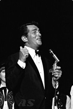 Dean was so perfectly handsome Old Hollywood Movies, Hollywood Stars, Classic Hollywood, Joey Bishop, Peter Lawford, Dean Martin, Martin King, Sammy Davis Jr, Jerry Lewis