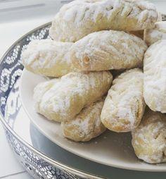 Een van de bekendste Marokkaanse koekjes en vaak gemaakt met het suikerfeest, al dan niet om de dadels uit de ramadan op te maken. Je ...