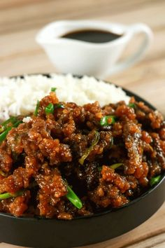 Easy Crispy Mongolian Beef - This Mongolian Beef recipe is super easy to make and uses simple, readily available ingredients! Whip this up in under 20 minutes and have the perfect mid-week dinner meal (Beef Recipes) Meat Recipes, Chicken Recipes, Cooking Recipes, Healthy Recipes, Recipies, Asian Food Recipes, Chinese Beef Recipes, Minced Beef Recipes, Sirloin Recipes