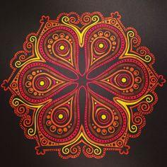 Mandala uit Kaleido Color, stabilo pen 68 Mandalas Drawing, Mandala Painting, Mandala Art, Hamsa, Stabilo Pen 68, Tibetan Mandala, Paint Photography, Circle Art, Kolam Designs