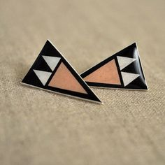 arrowhead earrings--I have resin and it's time to use it.