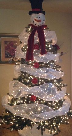 Snowman Christmas tree - I love this!                                                                                                                                                                                 More