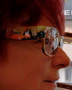 2 KOMPLIMENTE INNERHALB DER ERSTEN 30 MINUTEN❣️ . [Werbung] Letzten Freitag lies ich bei meinen Geschäftspartner Looser Optik in Küssnacht (Schwyz) einen 👁️ Sehtest durchführen. Denn ich wollte meine neue Sonnenbrille zu einer Brille mit korrigierte Gläser umwandeln lassen. So kann ich ich sie täglich tragen und die Kunst jederzeit geniessen. 🤓 . Ich war richtig 😍 happy, als ich den Anruf erhielt, dass sie fertig ist. Gestern konnte sie abholen (Video-Bericht findest Du in den Highlight… Neue Trends, Videos, Leggings, Sunglasses, Fashion, Telephone Call, Compliments, New Looks, Friday