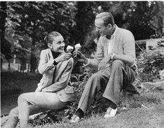 Audrey Hepburn and Fred Astaire enjoying ice cream