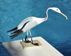 Pájaro de PVC Gaviota yarda el arte con el punto de pie Pvc Pipe Crafts, Pvc Pipe Projects, Pallet Projects, Metal Garden Art, Metal Art, Bird Sculpture, Create And Craft, Craft Sale, Nautical Theme