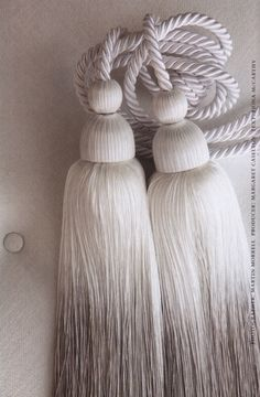 going to make these ombre tassles as curtain tie-backs or just hang them from a door knob. Wave Curtains, Tassel Curtains, Hanging Curtains, Curtain Tie Backs Diy, Curtain Ties, Picture Window Curtains, Style Parisienne, Pelmets, Passementerie