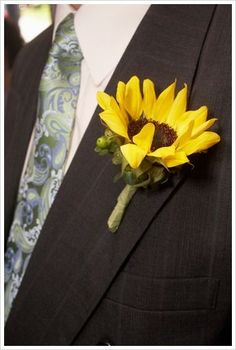 #wedding #sunflower #pin  Too cute...Lee, Blake, Terry, Mike, will have this!! TJ'S will have two or 3 sunflowers!!