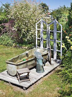 Na koupání tady není bazén, ale stará plechová vana, kterou využívá hlavně Vanesska