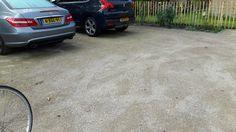 Halfverharding graustabiel voor het pad naar garage toe.
