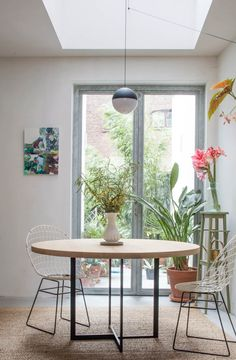 Dining area with a Michaël Verheyden table and Cees Braakman chairs in the Coffeeklatch house in Antwerp: