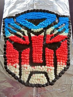 For Bladen's 5th birthday party he asked for a Transformers themed party. I didn't even know where to start with this one. Having 3 girls...