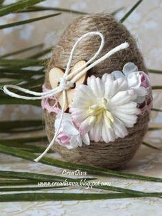 add the flowers and buttons to the eggs i already have Twine Crafts, Diy And Crafts, Crafts For Kids, Coconut Decoration, Egg Shell Art, Easter Crochet, Egg Art, Easter Holidays, Egg Decorating