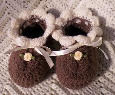 Handmade Baby, Handmade Clothes, Etsy Handmade, Baby Shower Gifts, Baby Gifts, Coffee Colour, Crochet Baby Booties, Knit Crochet, Silk Roses