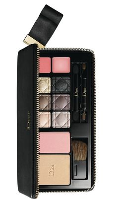 I bring news of the glamorous Dior Golden Tie Holiday 2014 Couture Palettes & Sets today! Inspired by Dior codes the bow, matte black and delicate gold, Dior Makeup, Makeup Geek, Makeup Tools, Makeup Eyeshadow, Makeup Cosmetics, Makeup Ideas, Make Up Palette, Gorgeous Makeup, Pretty Makeup