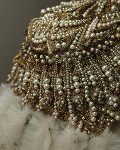 52.4 тыс. отметок «Нравится», 195 комментариев — Alexander McQueen (@alexandermcqueen) в Instagram: «From the archive: AW13 gold bullion and pearl embroidery. #McQueenArchive #AlexanderMcQueen»
