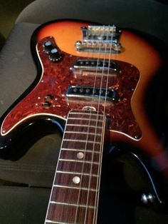 guitar blog 80s tastic hondo model 781 explorer style guitar this is the target of today a 1960 s teisco kawai or kingston electric guitar almost