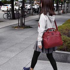 กระเป๋าเป้ ANELLO 2 WAY PU LEATHER BOSTON BAG (Regular)-----Red Wine *กระดุม carrot,มี 3 ป้าย ,มีวันที่ผลิต,ถุงซิปล๊อกแบรนด์* Size: (Regular) 32x29x15 cm. Color: Red Wine ราคา 1,490 บ. ส่งฟรี ems. Anello Bag, Japan Bag, Boston Bag, Cloth Bags, Hermes Birkin, Pu Leather, Purses And Bags, Women Accessories, Stylish