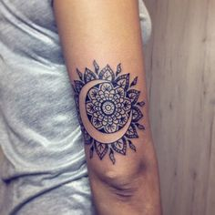 Very beautiful Mandalas tattoos that will heal your little heart - Mandalas - Tatouage Mandala Tattoo Design, Dotwork Tattoo Mandala, Mandala Tattoo Meaning, Tattoo Designs, Sunflower Mandala Tattoo, Mandala Tattoo Shoulder, Foot Tattoos, Body Art Tattoos, Small Tattoos