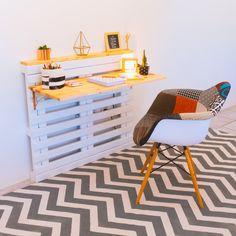 Aprenda a fazer uma escrivaninha de Pallet ❤️ Uma passo a passo muito simples que você encontra em www.youtube.com/diycore