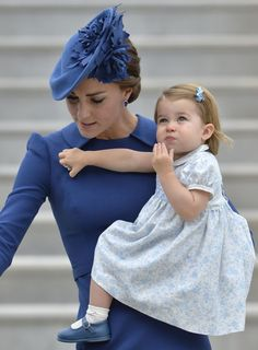 Duke and Duchess Of Cambridge withe their children, Prince George and Princess Charlotte embark on Canadian Tour 2016 Duchess Of York, Duchess Kate, Duke And Duchess, Duchess Of Cambridge, Kate Middleton Prince William, Prince William And Catherine, English Royal Family, Kate And Meghan, Isabel Ii
