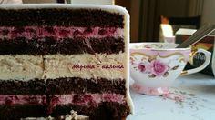 Разрез свадебного торта.