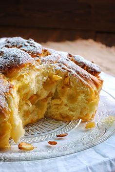 Pane, burro e alici: Torta di rose con mele e pinoli