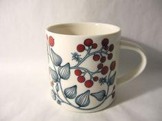 Arabia Finland Hallamarja Frost Berry mug 0 35 l