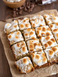 Toasted Marshmallow Chocolate Banana Oat Bars - the perfect recipe for overripe bananas sitting in your fruit bowl and a treat that the whole family will love. Ripe Banana Recipe, Banana Pie, Banana Oats, Baked Banana, Mince Recipes, Oats Recipes, Dessert Recipes, Vegetarian Recipes, Apple Desserts