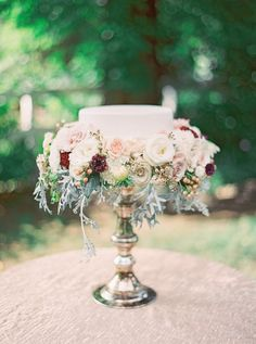 A grand single layer cake with vintage romantic style #Cedarwoodweddings Navy, Blush and Gold Inspiration :: Cedarwood Weddings+Julie Paisley   Cedarwood Weddings