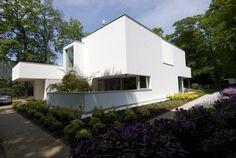 design Villa in Bilthoven Irregular White Residential Box: Modern Villa Bilthoven in the Netherlands