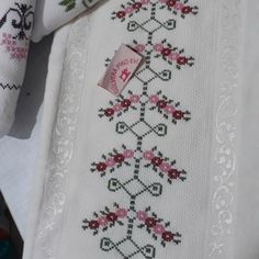 Cross Stitch Borders, Cross Stitch Flowers, Cross Stitch Patterns, Hand Embroidery Design Patterns, Needlework, Diy And Crafts, Lily, Floral, Counted Cross Stitches