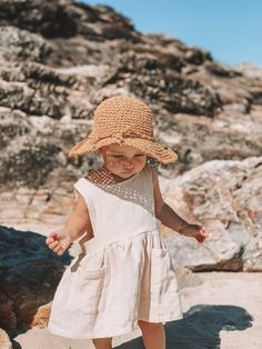 toddler fashion, fashion kids, little girl fashion, babies So Cute Baby, Cute Babies, Adorable Little Girl, Little Girl Style, Beach Babies, Baby Girl Fashion, Toddler Fashion, Fashion Kids, Babies Fashion