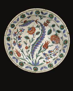 An Iznik Polychrome Dish, Turkey, Circa 1575-1580 | Lot | Sotheby's