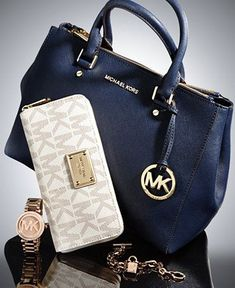 Michael Kors bags & wallets: much dis-count here! Only 149.00 USD. Newly design for you , just to have a look and you worth to have them.