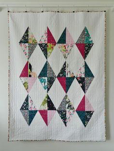 Hello everyone! I'm quite excited to show you my HRT quilt featured in issue 42 of Love Patchwork and Quilting magazine. I love the graphic boldness of this quilt as well as the simplicity of its cons