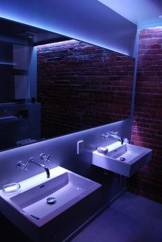 LED Hinterleuchtung eines Spiegels im Bad. #led #lighting #light #Licht #lux #Wohnideen #home #Badezimmer #Bad