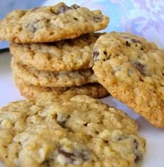 Chewy Oatmeal Chocolate Chip Cookies - As I hardly ever have eggs around this recipe appealed to me - and I'm glad! Cookies eggless Chewy Oatmeal Chocolate Chip Cookies (no eggs) Recipe Eggless Desserts, Eggless Recipes, Eggless Baking, Köstliche Desserts, Baking Recipes, Delicious Desserts, Dessert Recipes, Yummy Food, Desserts With No Eggs