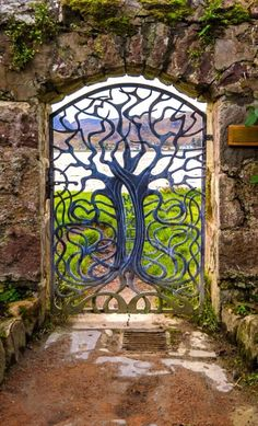 The thing about garden gates is that they are available in many different sizes and designs, which makes them a lot more beautiful. Here you will find some really great garden gate ideas that will certainly make your garden's entrance more beautiful. Tor Design, Gate Design, Entrance Design, Entrance Gates, Garden Entrance, Garden Doors, Grand Entrance, Cool Doors, Unique Doors