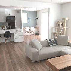 アクセントクロス サンゲツRE–7311 Living Room Sofa Design, My Living Room, Living Room Designs, Living Spaces, Room Interior, Home Interior Design, Interior Decorating, Muji Home, Maker