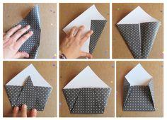 Pliage des carrés de papiers cadeaux en enveloppes pour le calendrier de l'Avent