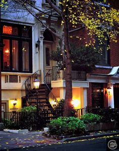 Trendy Apartment Exterior Architecture New York City 39 Ideas Exterior Design, Interior And Exterior, Exterior Windows, Cafe Exterior, Exterior Stairs, Modern Interior, Beautiful Homes, Beautiful Places, Amazing Places