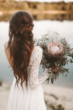 42 Boho Wedding Hairstyles To Fall In Love With 42 Boho Hochzeitsfrisuren Wedding Hairstyles For Long Hair, Wedding Hair And Makeup, Bride Hairstyles, Hair Wedding, Wedding Rings, Bohemian Wedding Hairstyles, Easy Hairstyles, Halloween Hairstyles, Hairstyle Short