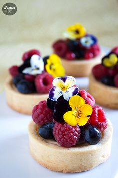 Tartlets with lime and forest fruits