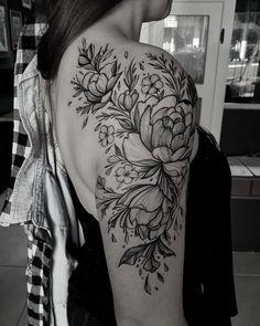 Don& miss 32 floral tattoos inspirations Verpassen Sie nicht 32 florale Tattoos Inspirationen Don& miss 32 floral tattoos inspirations - Trendy Tattoos, Unique Tattoos, Cute Tattoos, Beautiful Tattoos, Small Tattoos, Tatoos, Mini Tattoos, Rosen Tattoo Schulter, Tattoo Schulter Frau