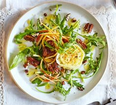 Goat's cheese, pear & candied pecan salad