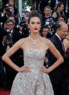 Alessandra Ambrosio en bijoux collier Bulgari au festival de cannes 2016 tapis rouge